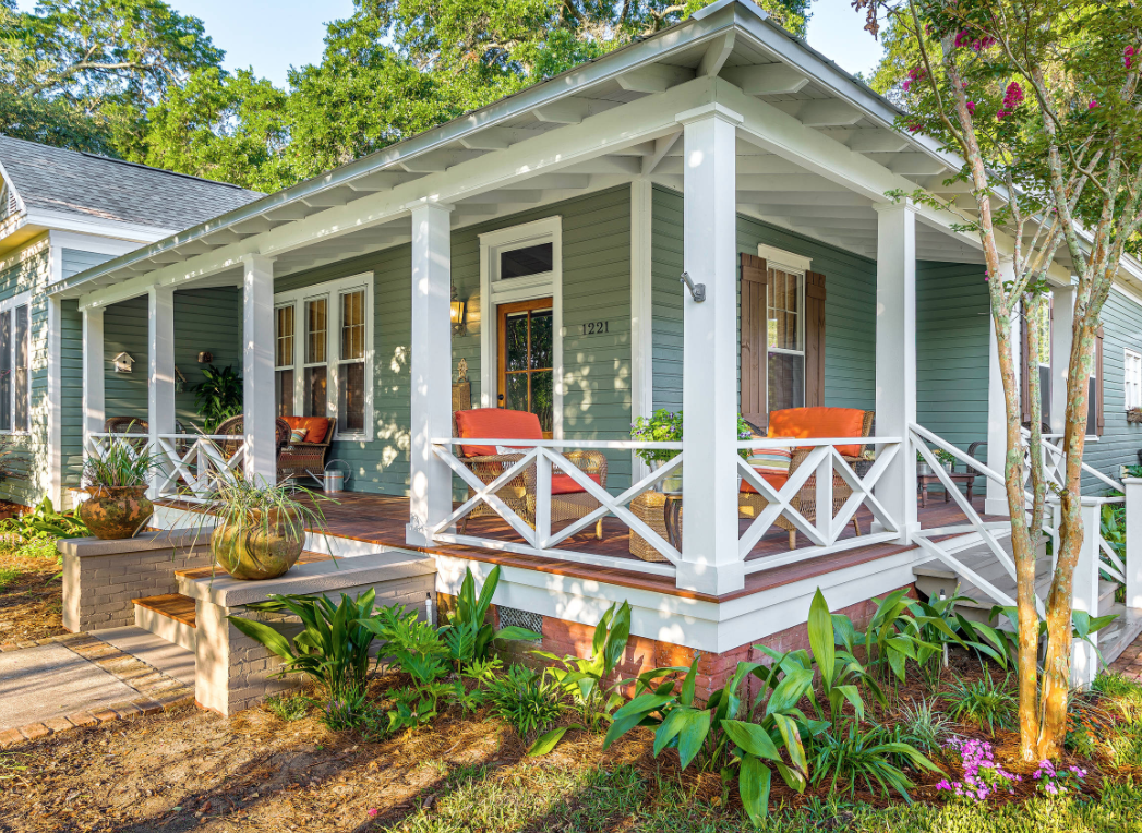 "Image courtesy of <a href=""https://www.houzz.com/photo/15017876-exteriors-traditional-porch-miami"">Houzz</a>"