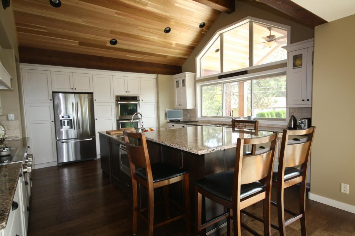 This newly renovated kitchen by our Rafter 4K team is spacious, warm, and inviting.