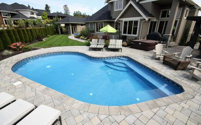 4 Ways Kelowna Renovation Contractors Keep Your Pool Looking Like New