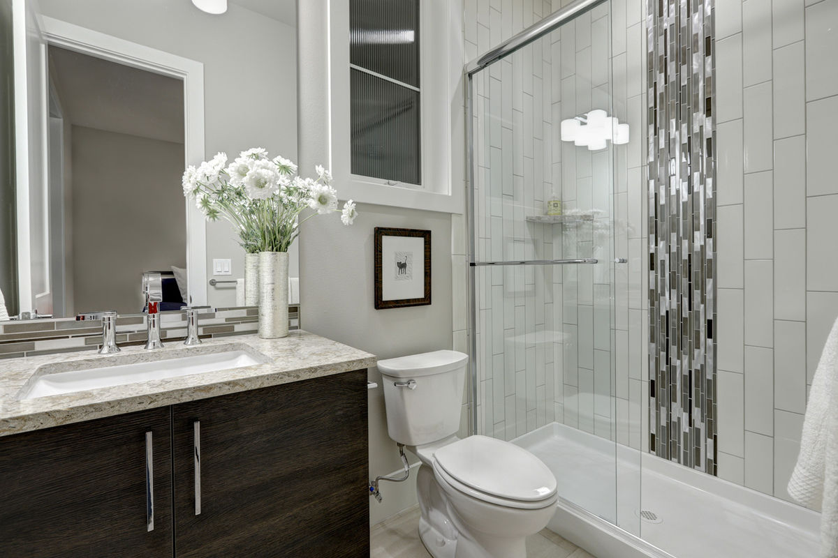 Get that luxury bathroom you always dreamed about by going through our step-by-step house remodelling tips.