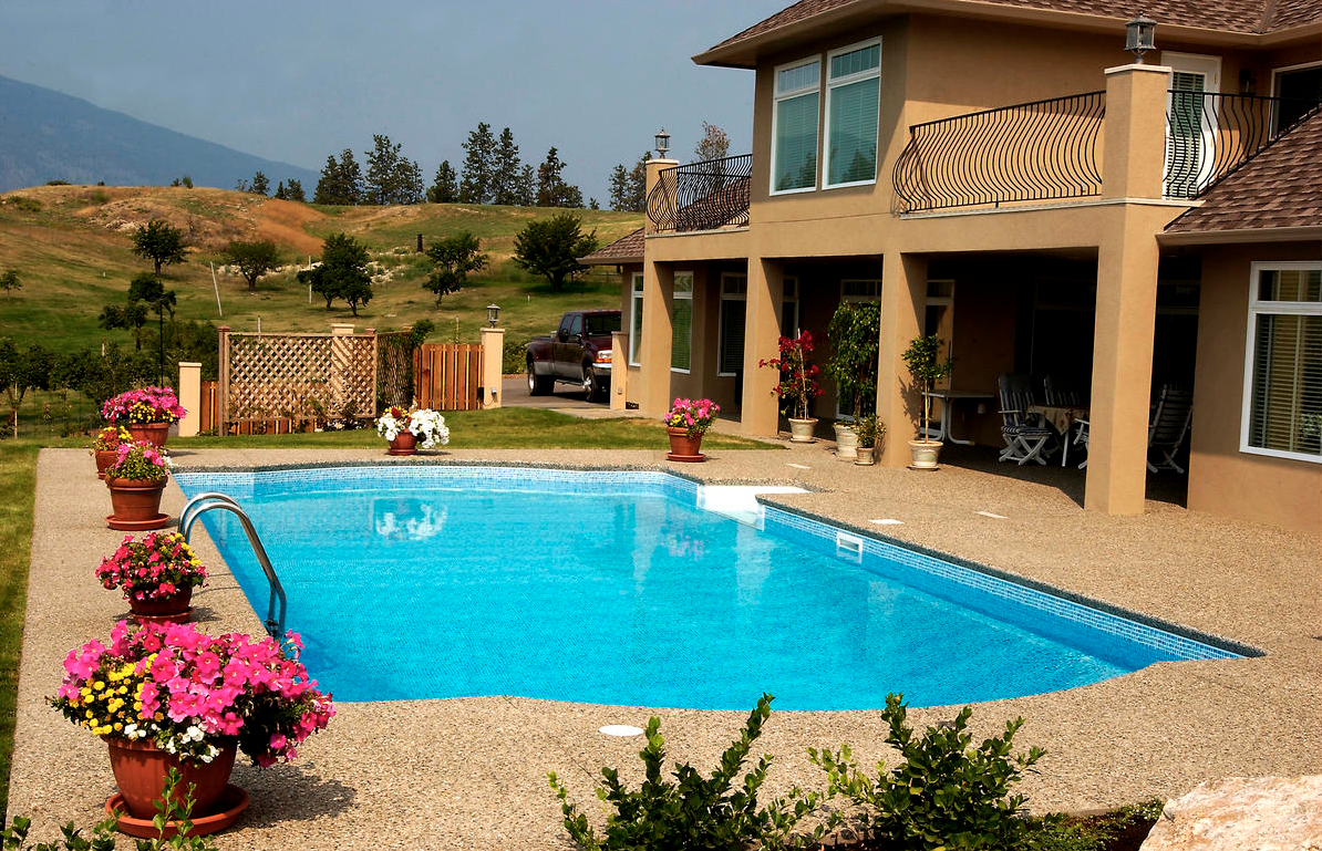 Landscaping tips for the kind of pool kelowna homeowners for Pool design kelowna
